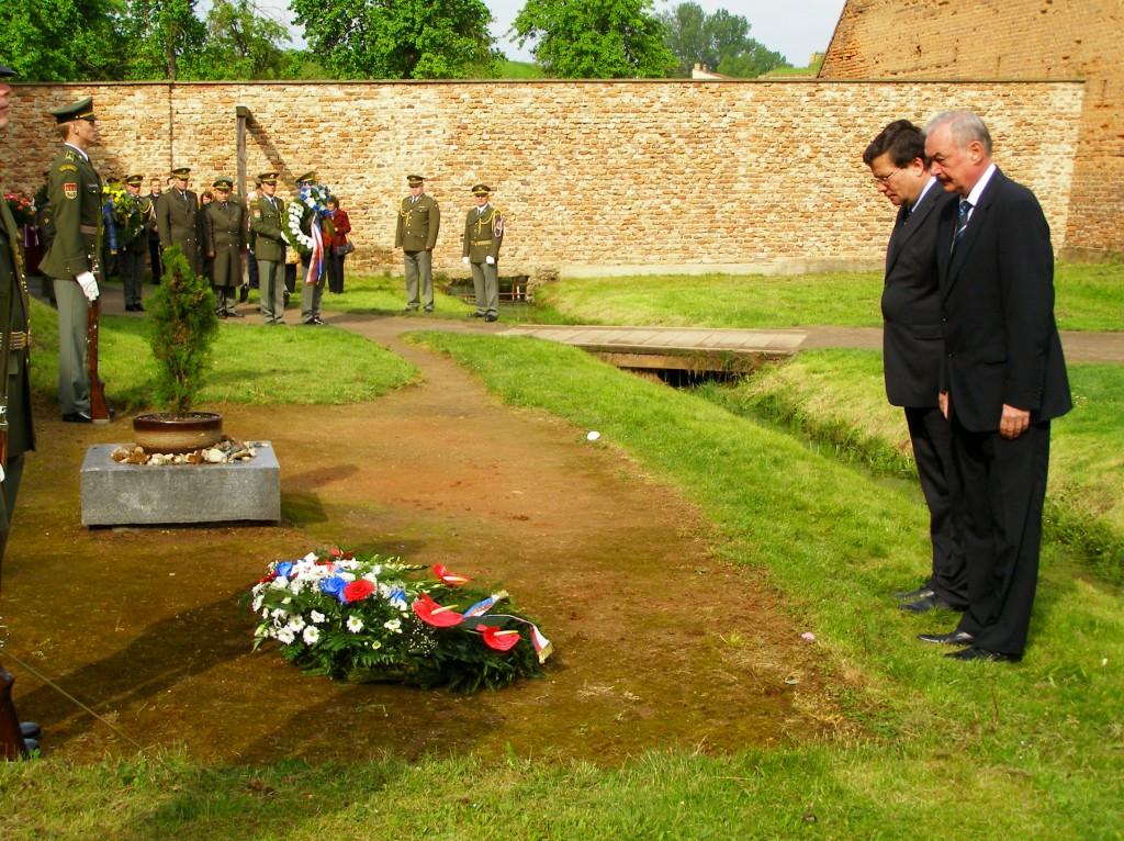 Pietní akt u příležitosti výročí poslední popravy v Malé pevnosti, 16.5.2010